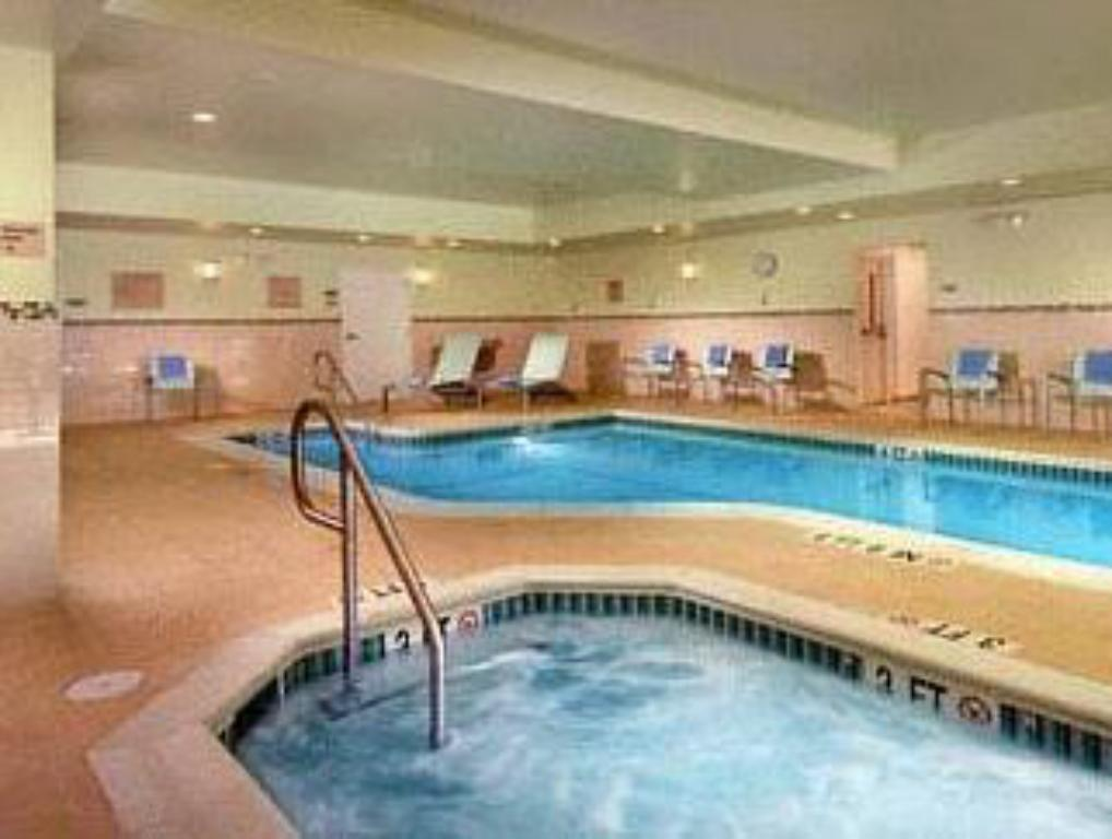 Schwimmbad SpringHill Suites Alexandria