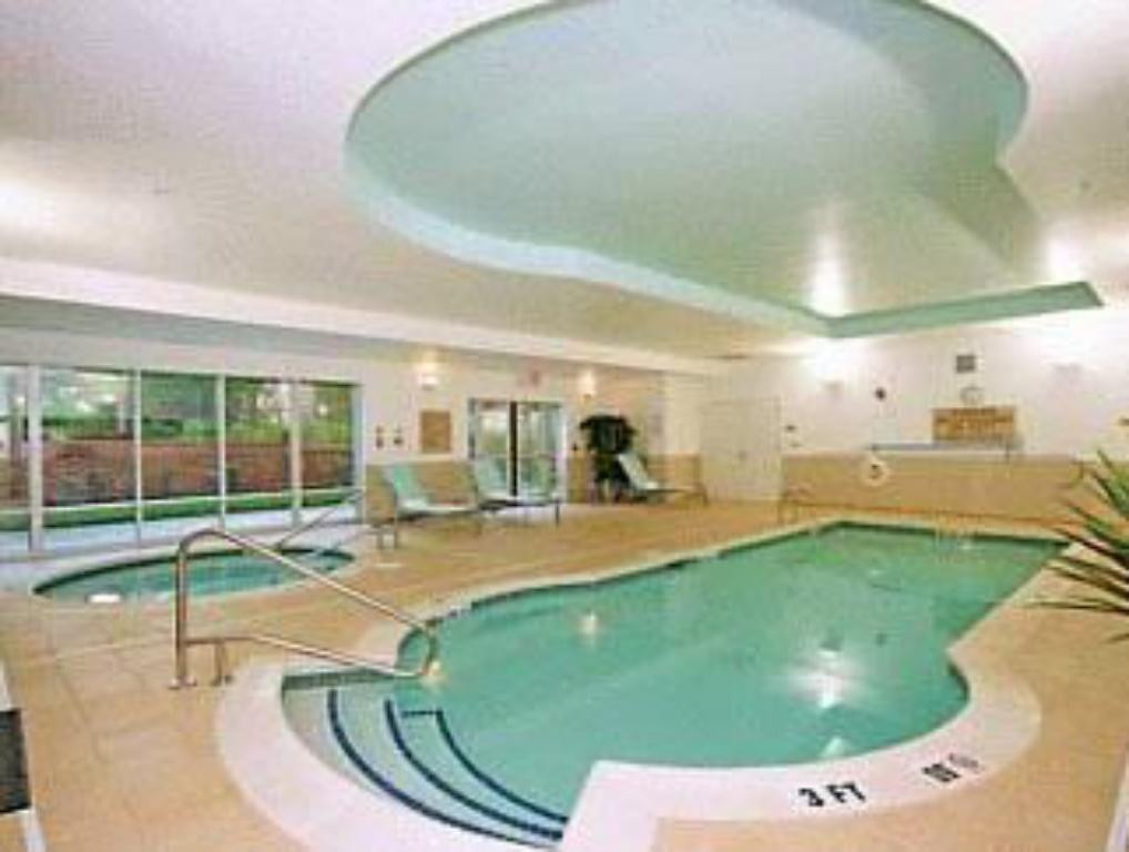 Swimming pool SpringHill Suites Durham Chapel Hill