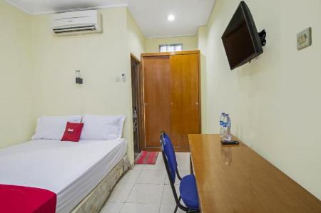 RedDoorz Room RedDoorz near Ciputra World Kuningan 2