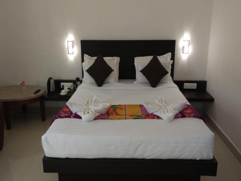 Deluxe Room - Bed Leisure vacations AGS Holiday Resorts - Yelagiri