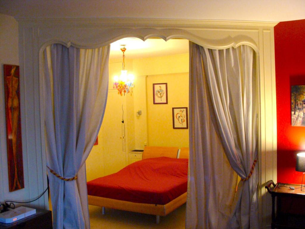 Cameră de oaspeți Chic One Bedroom Apartment in Champs Elysses