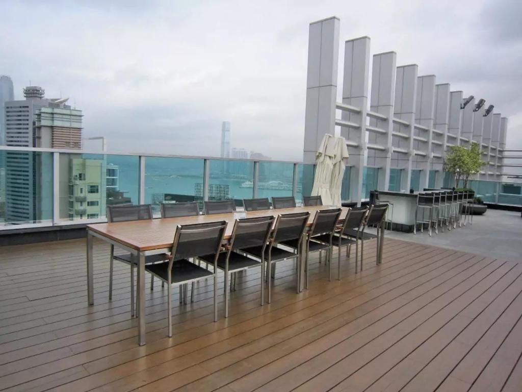 Balkon IC Lux Rooftop Pool gym 2BR 3min to Wanchai MTR (IC Lux Rooftop Pool gym 2BR 3min to MTR)