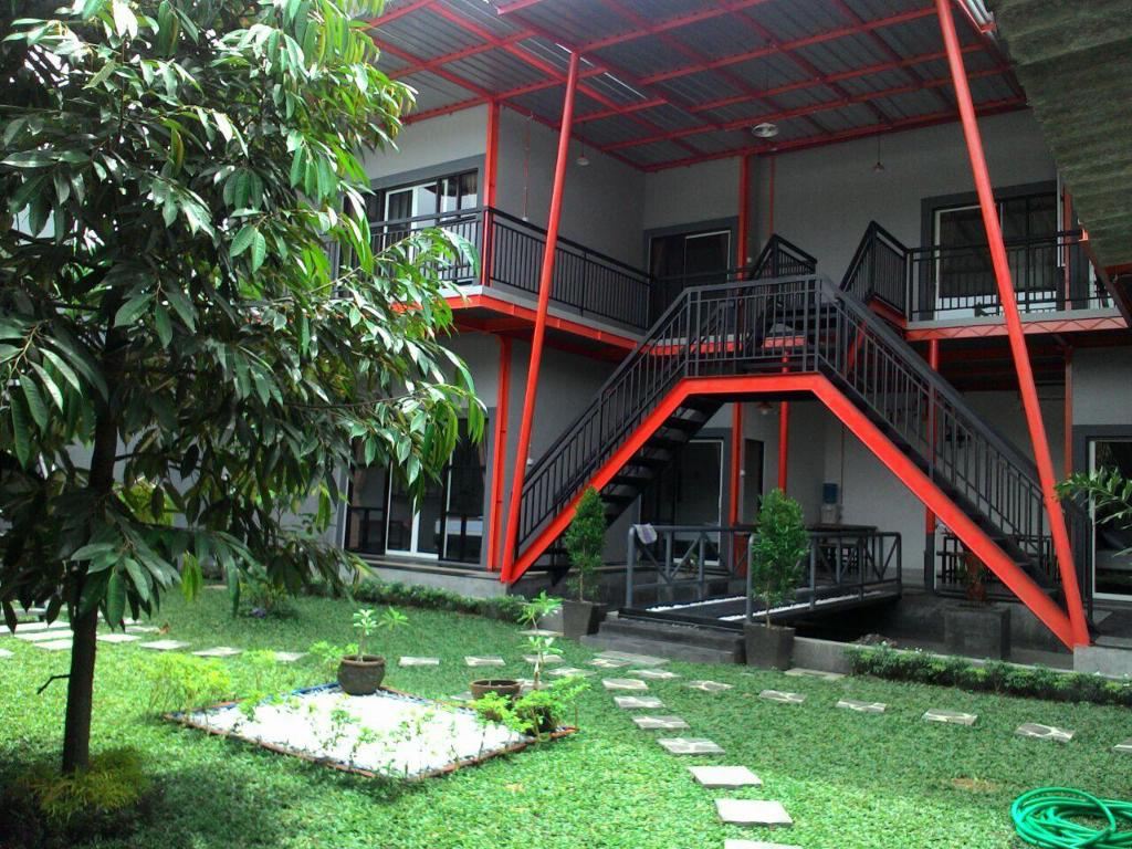 More about Ndalem Sorogenen Guesthouse