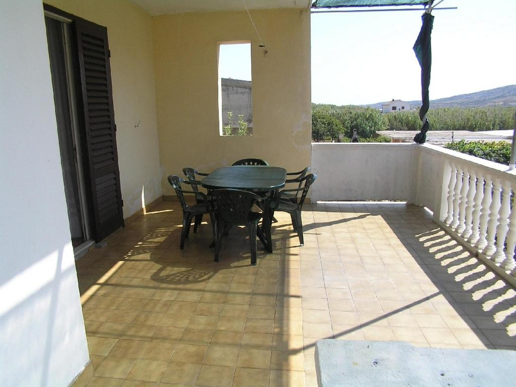 Cozy three bedroom apartment in Pag