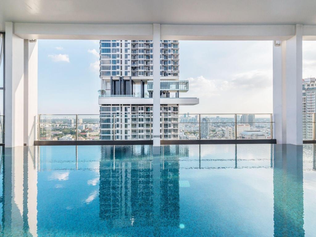 Swimming pool 1BR Apartment near BTS Chongnonsi by favstay 1-1