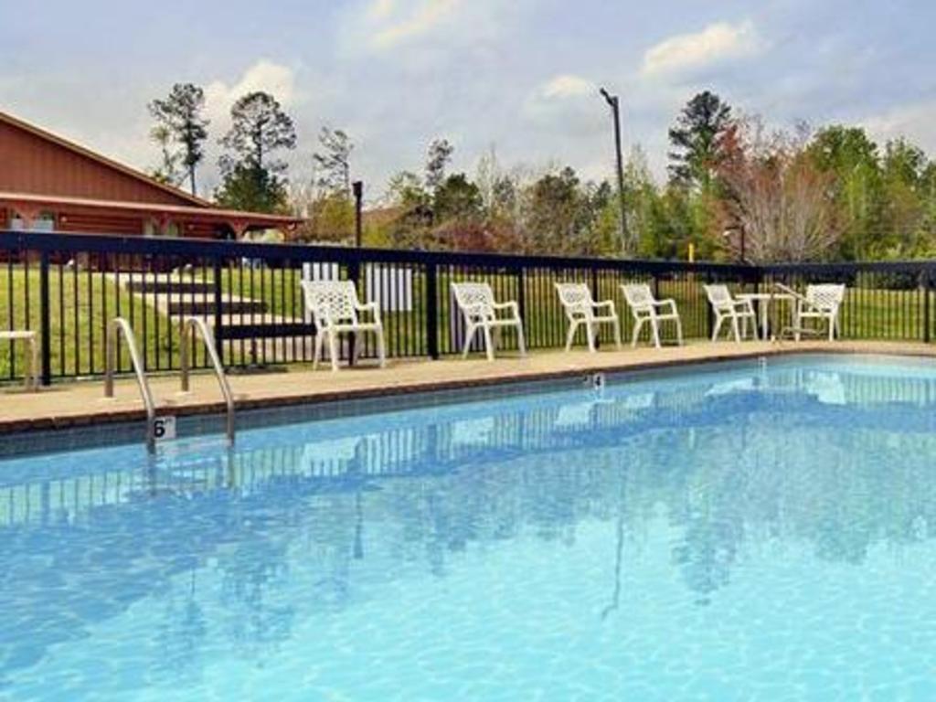 Swimming Pool American Inn Camden