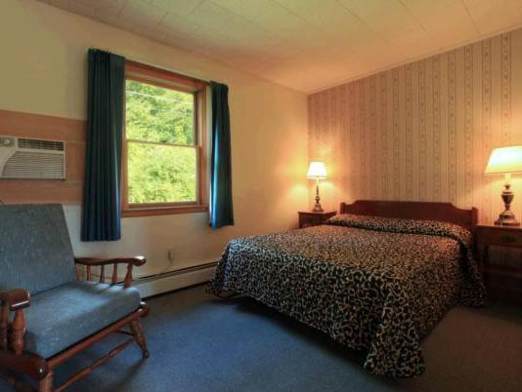 King Room Ladd Brook Inn