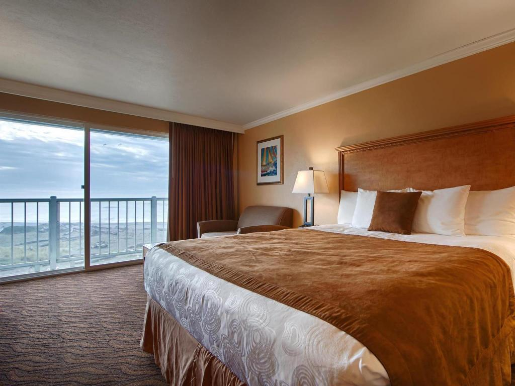Whirlpool Ocean Front 1 King Bed - Bed Best Western PLUS Beachfront Inn