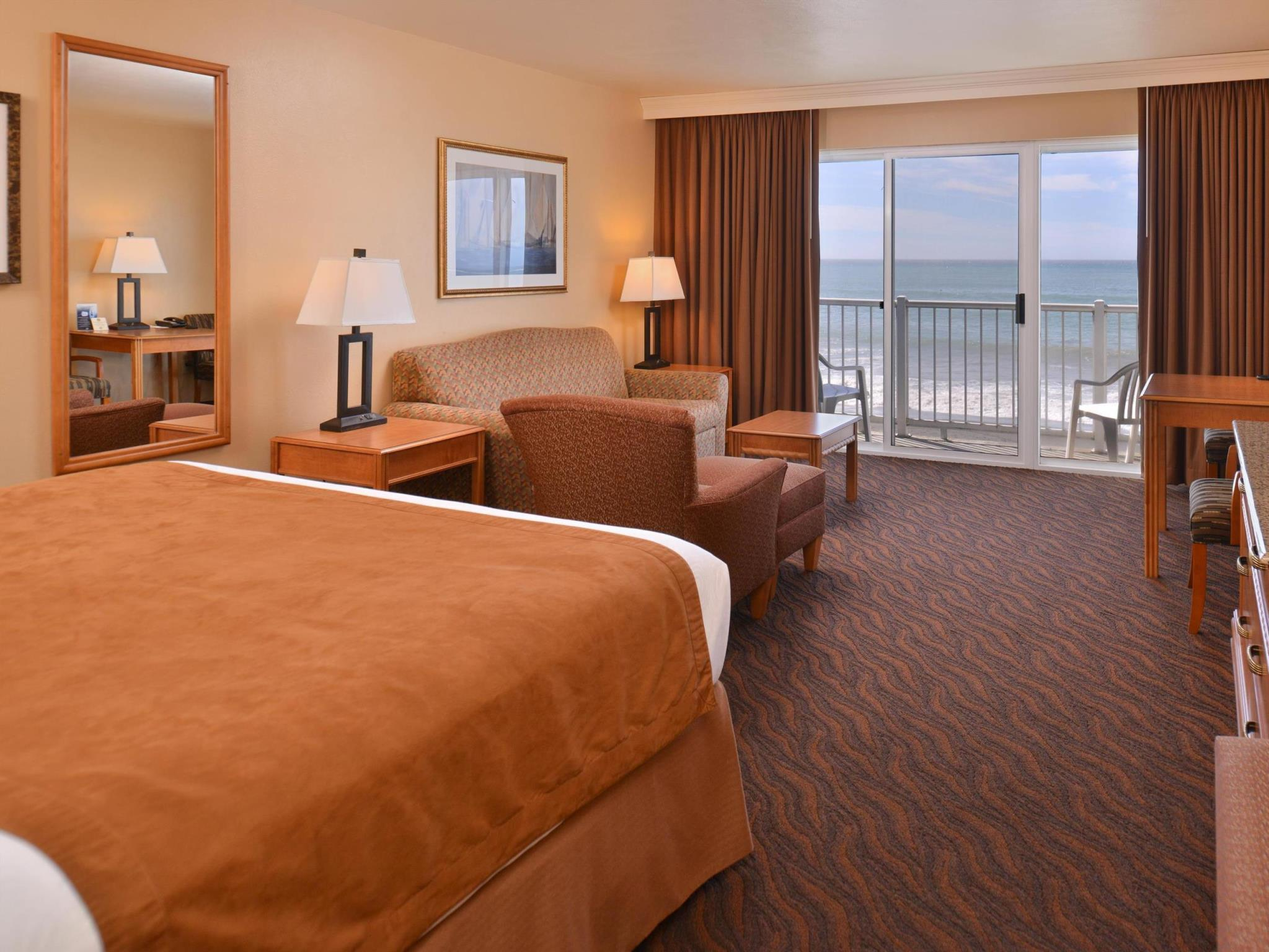 Double Queen Room with Ocean View - Non-Smoking