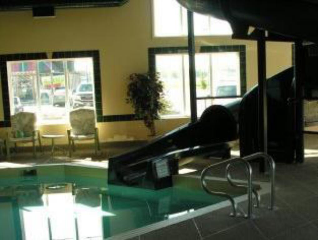 Swimming pool Stonebridge Hotel Dawson Creek