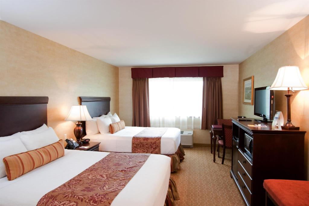 Double Queen Bed Best Western Plus Vineyard Inn and Suites