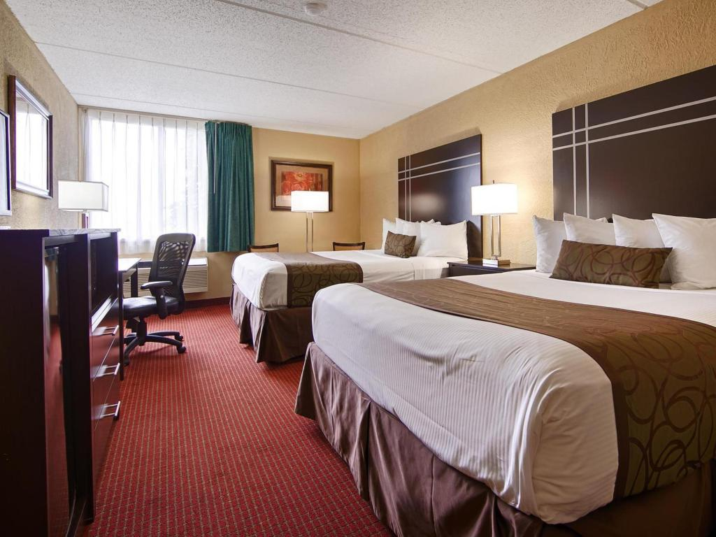 Double Queen Bed Best Western Waukesha Grand
