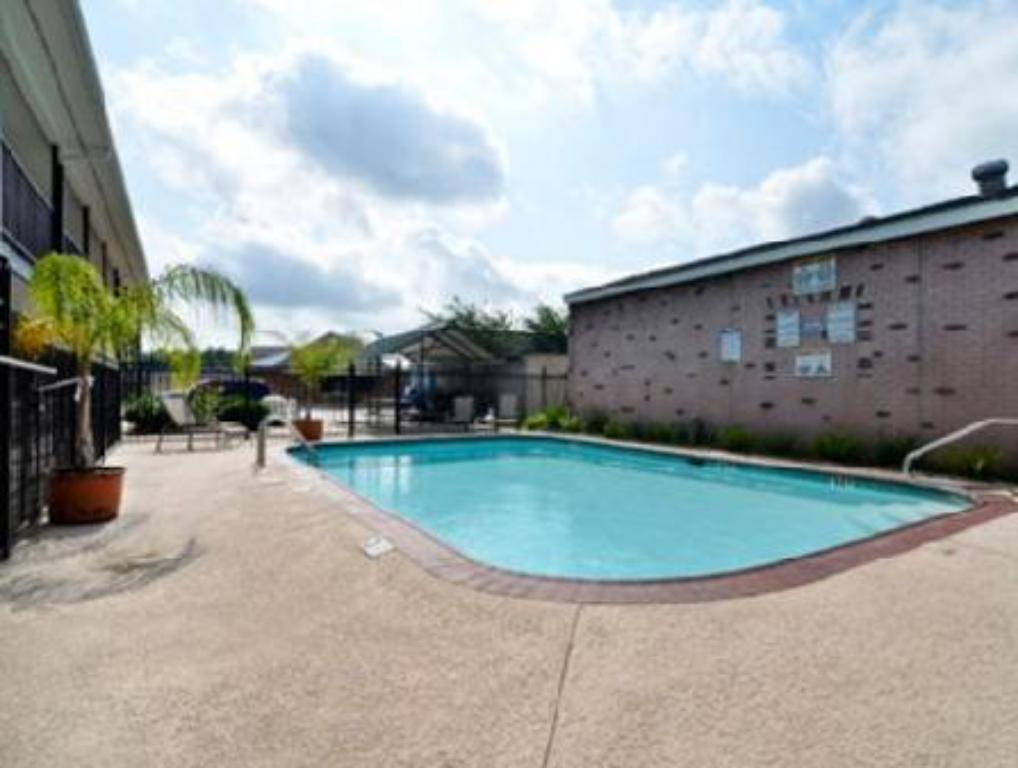 Swimming pool Luling Hotel