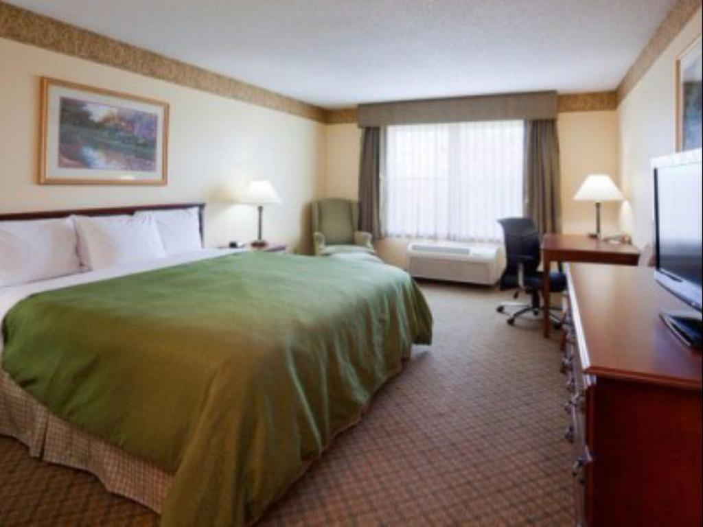1 King Bed Accessible NS - Guestroom Country Inn & Suites by Radisson, Albertville, MN