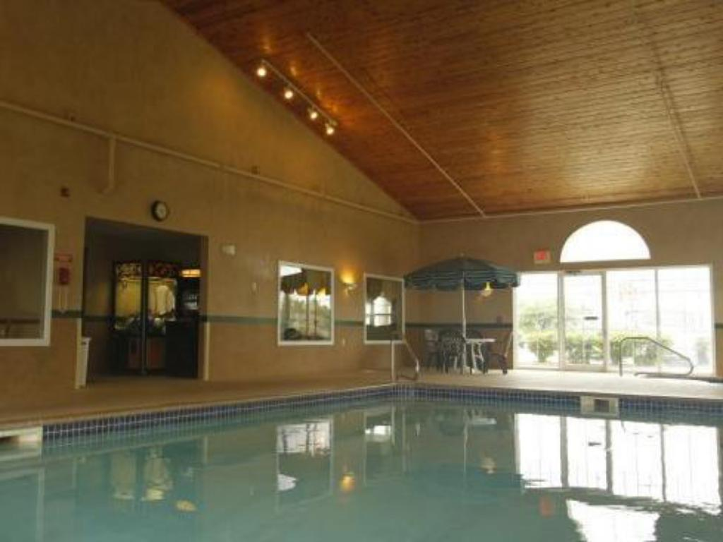 Swimming pool Country Inn by Carlson - Buffalo