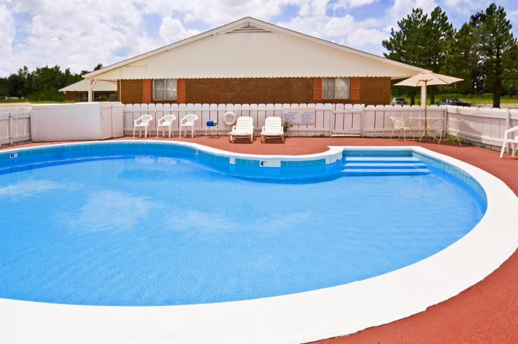 Swimming pool [outdoor] Americas Best Value Inn  - Arkansas City, KS