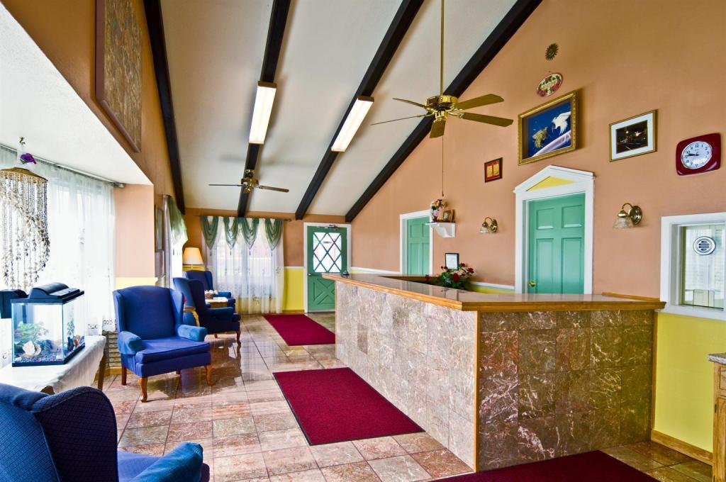 Lobby Americas Best Value Inn  - Arkansas City, KS