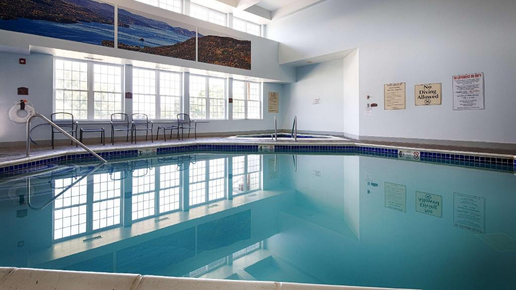 Schwimmbad Best Western Plus Ticonderoga Inn and Suites