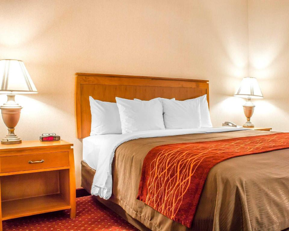 1 King Bed Suite, Non-Smoking - Guestroom Comfort Inn and Suites Safford