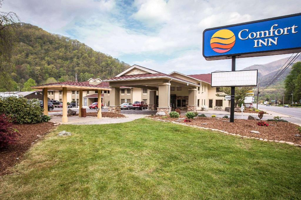Comfort Inn Near Great Smoky Mountain National Park Hotel Maggie