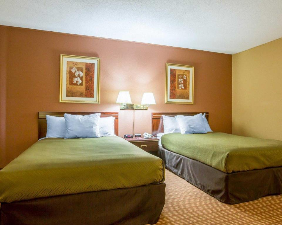 Double with 2 Double Beds - Smoking Econo Lodge