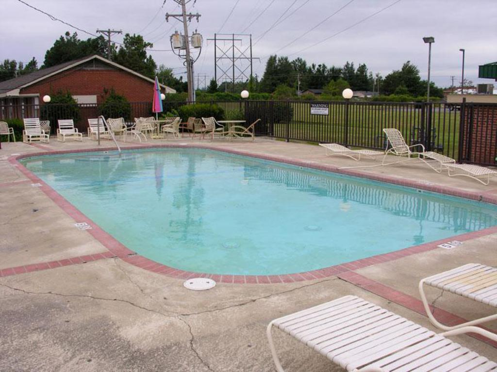 Swimming pool Fortune Inn and Suites Newport