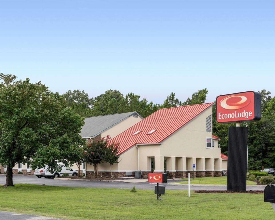 Econo Lodge Inn and Suites Carrollton Smithfield