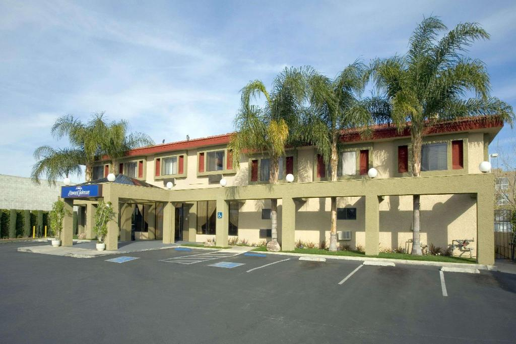 Howard Johnson Hotel & Suites by Wyndham Reseda