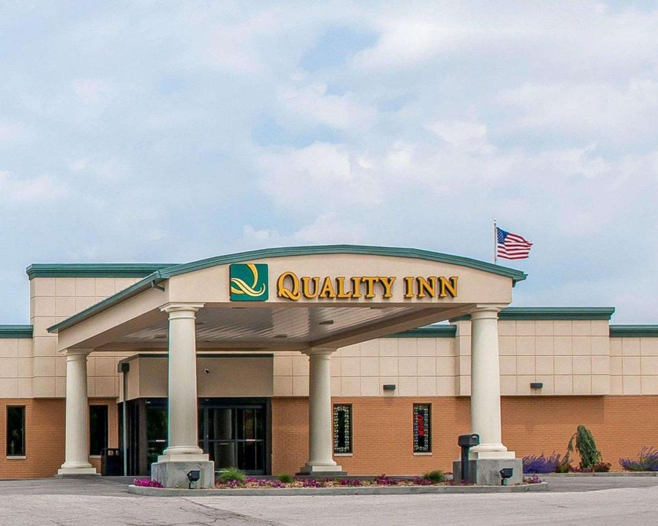 More about Quality Inn Huntingburg