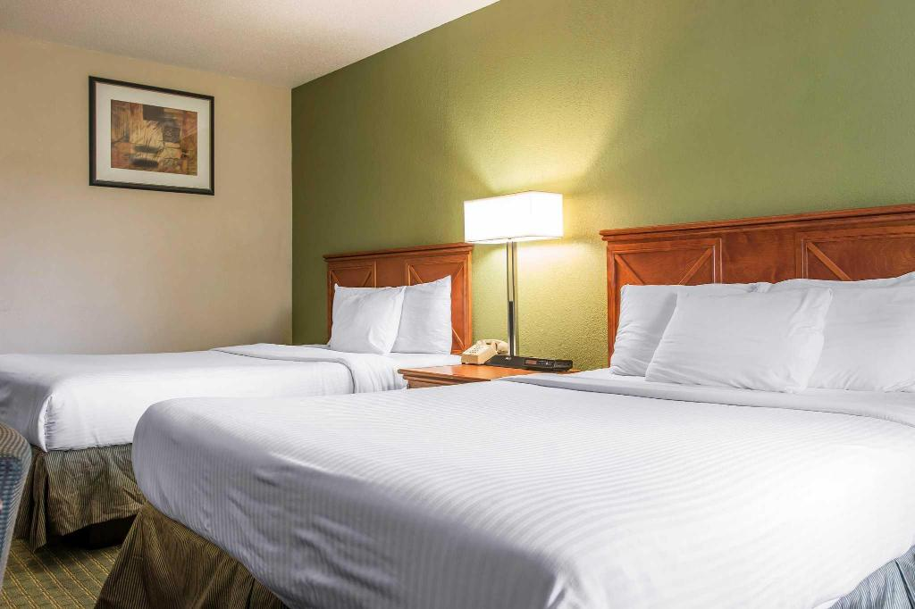 2 Queen Beds Nonsmoking - Bed Rodeway Inn
