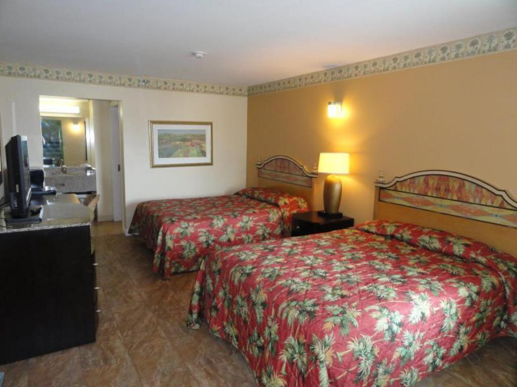 Queen Room with Two Queen Beds - Bed Sea Palace Inn