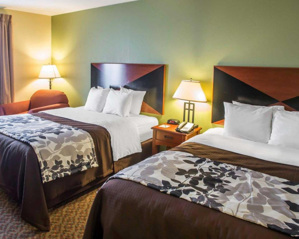 Queen Room with Two Queen Beds - Non-Smoking Sleep Inn & Suites Oakley I-70