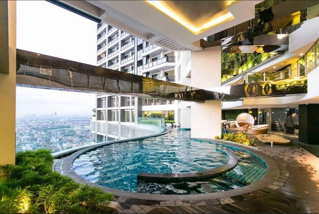 Swimming pool The Gramercy Residences