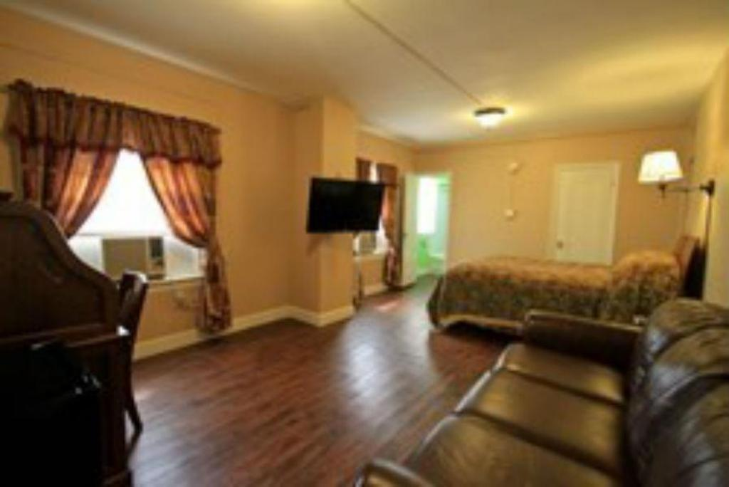 Executive Room Non Smoking Nest Extended Stay Hotel Chanute