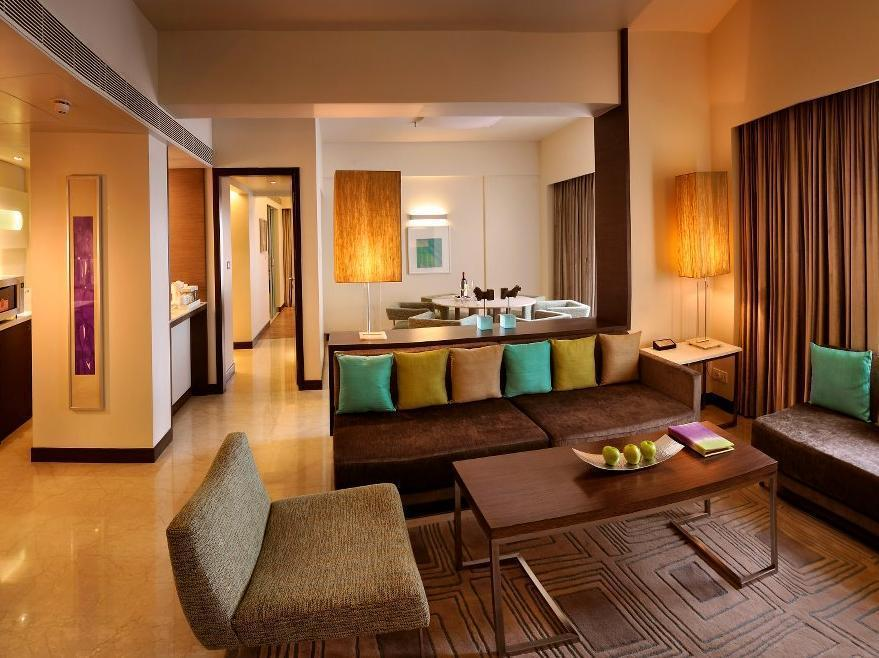 Presidential Suite with Breakfast + Airport Transfer