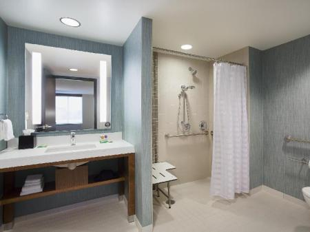 Bathroom Hyatt Place Chicago Midway Airport