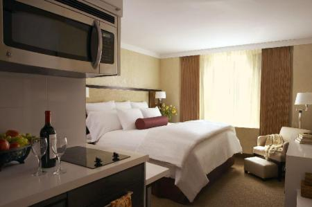 1 Queen Bed Studio Suite View Non-Smoking - Guestroom Staybridge Suites - Times Square - New York City
