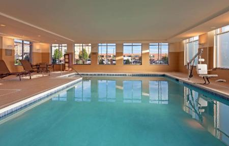Swimming pool Hyatt Place Chicago Midway Airport