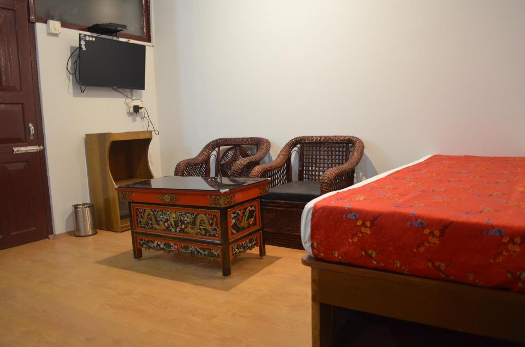Standard - Guestroom MALL ROAD RESIDENCY