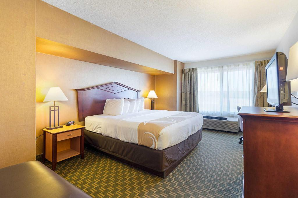2 Queensize-Betten Quality Inn Fairmont