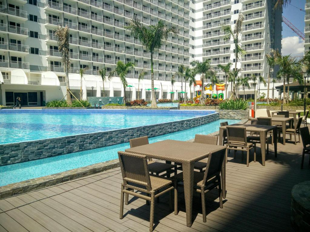 Swimming pool GG Condotel at Shell Residences
