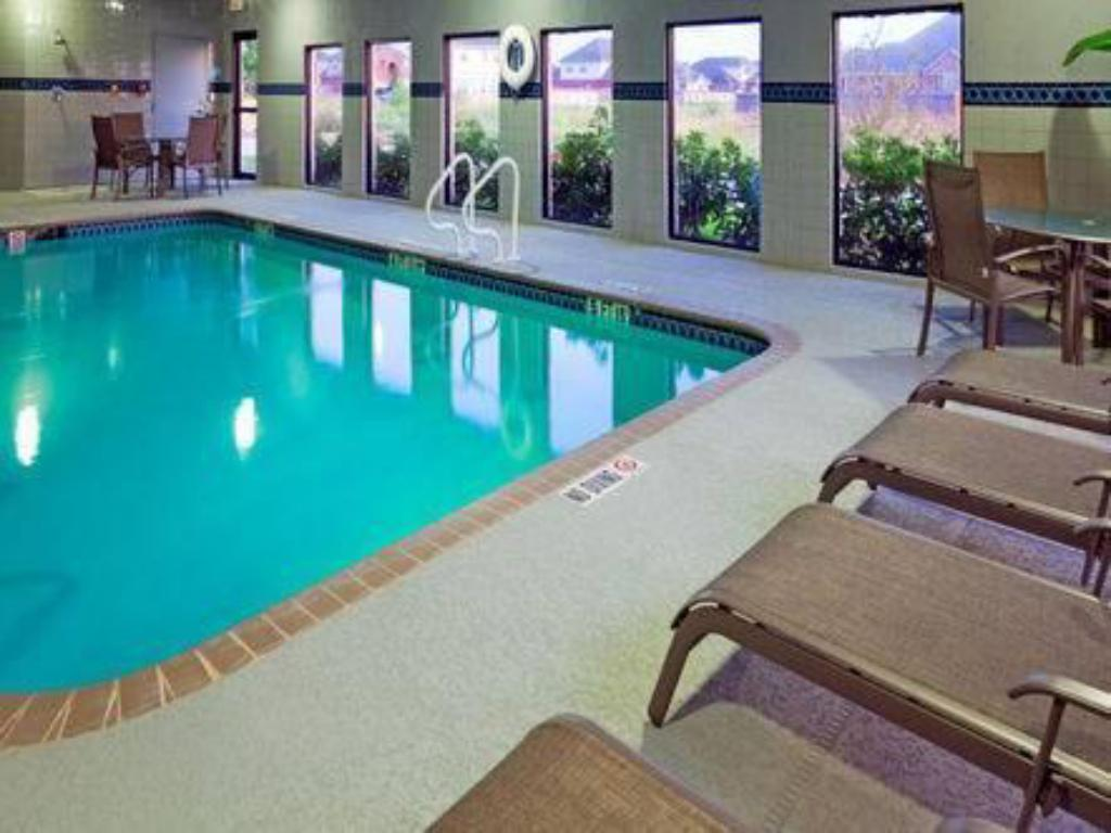 Swimming pool Holiday Inn Express Hotel & Suites Hutto