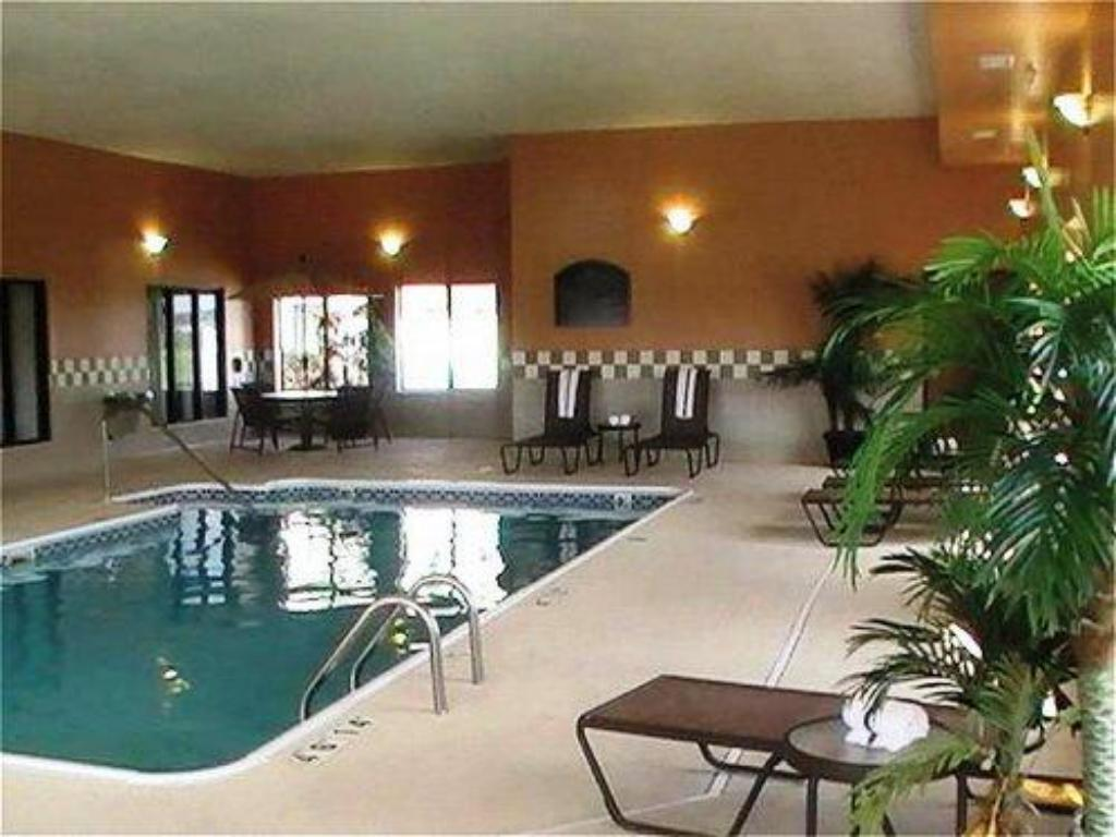 Swimming Pool Holiday Inn Express Hotel Suites Shiloh O Fallon