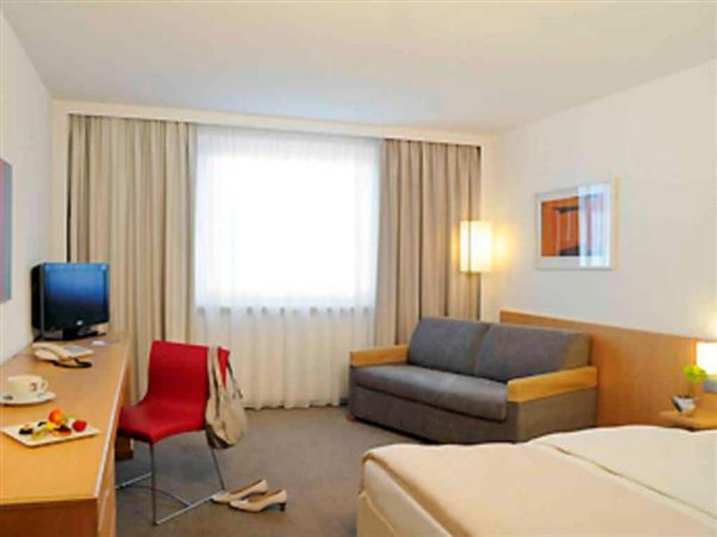 Standard Queen Room with Sofa - Guestroom Novotel Duesseldorf City West Seestern