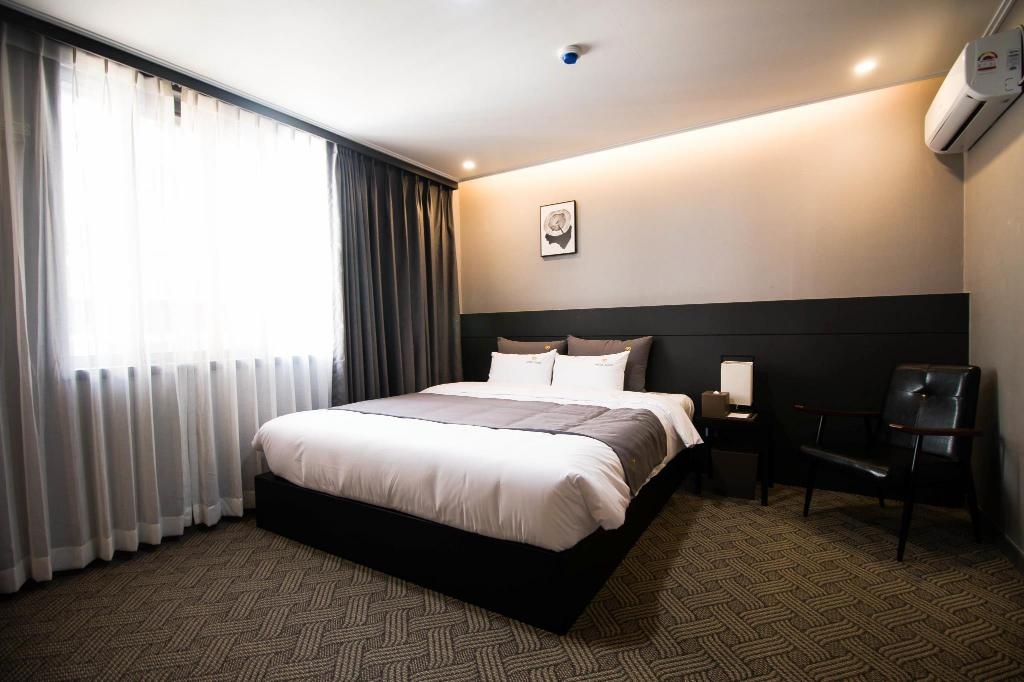 Deluxe Double - Room plan B. Cent Hotel Busan Station