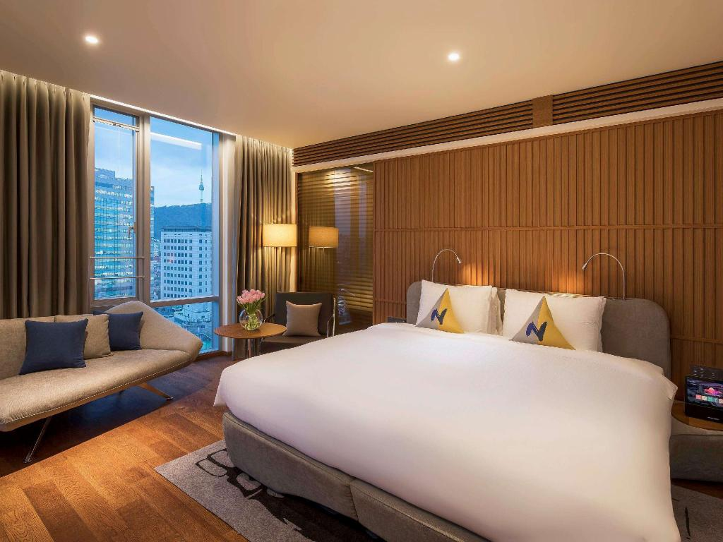 Premier Suite with King Bed - Guestroom Novotel Ambassador Seoul Dongdaemun Hotels & Residences