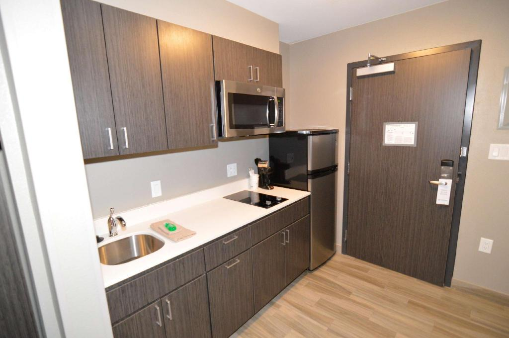 Deluxe King with Kitchenette - Guestroom