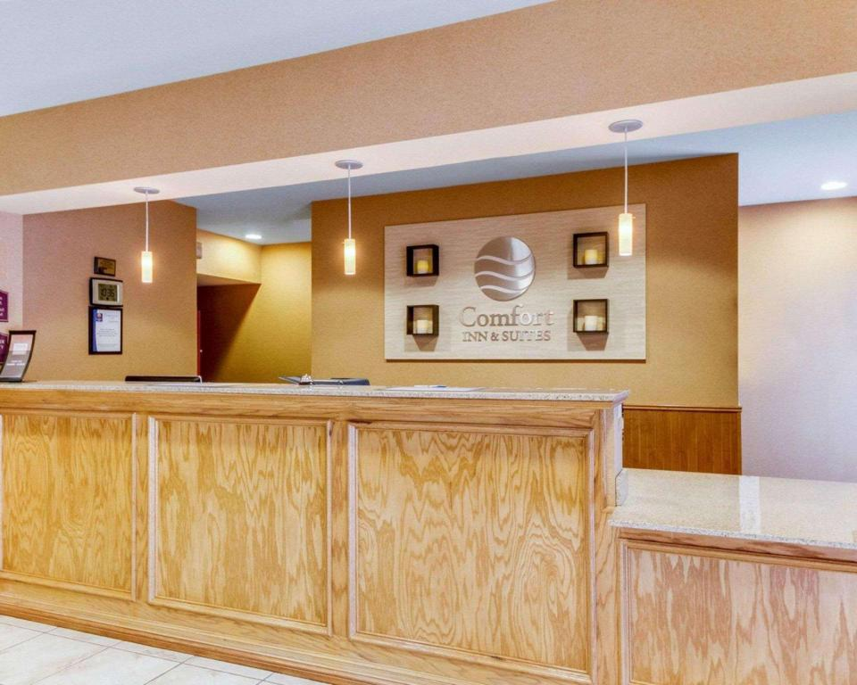 Lobby Comfort Inn and Suites Fredericksburg