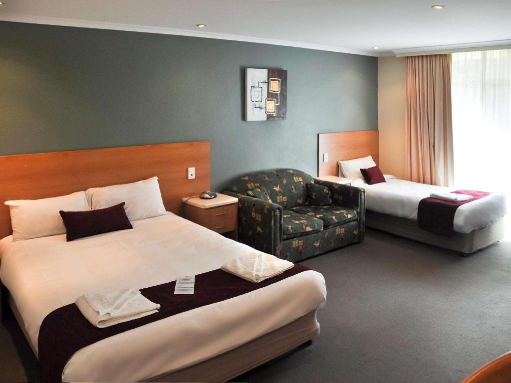 Standard Room with 1 queensize bed and 1 single bed - Guestroom