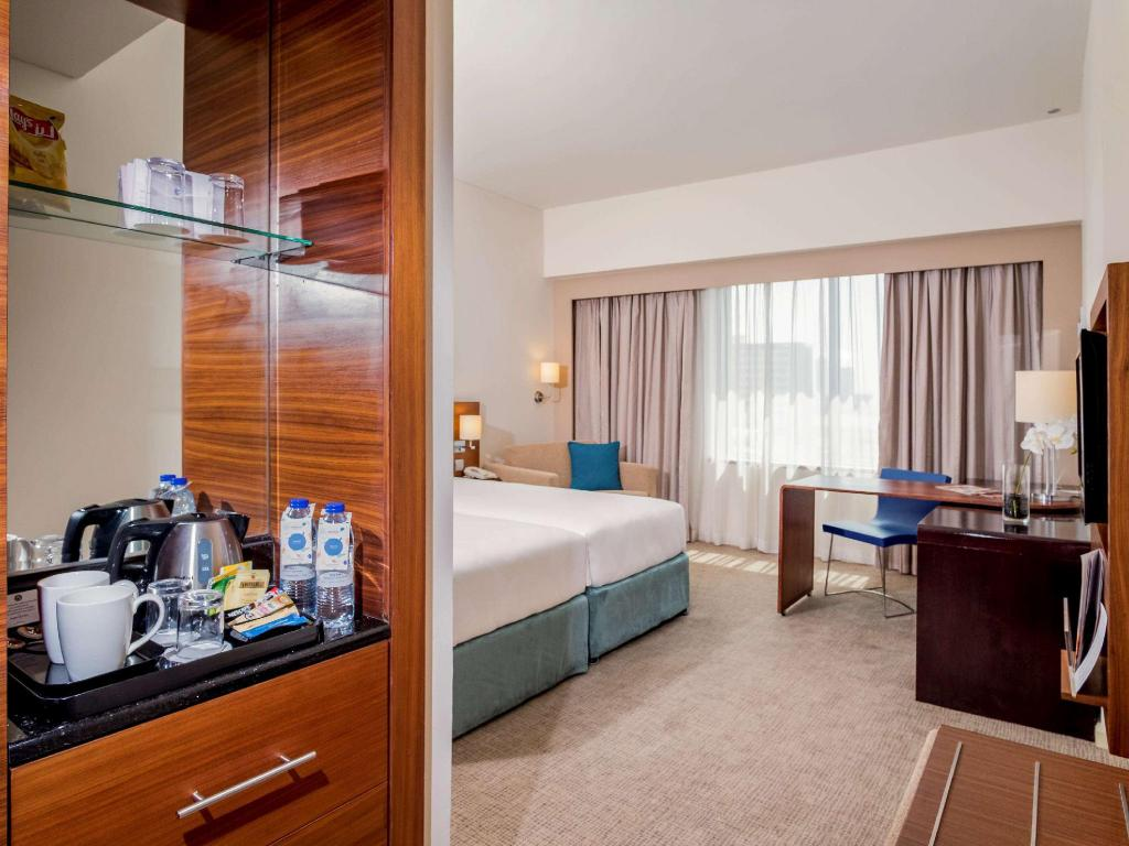 Standard Room with 2 Single Beds - Guestroom Novotel Deira City Centre Hotel